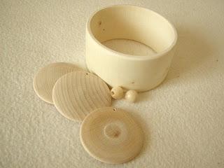 decoupage - drewniany komplet biżuterii przed malowaniem