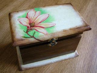 szkatułka decoupage z magnolią