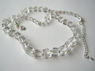 biżuteria z półfabrykatów - szklane kwadraciki (korale)
