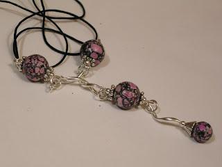 biżuteria z półfabrykatów - howlit zakręcony (naszyjnik)