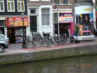 Секс-шопы на улице Амстердама