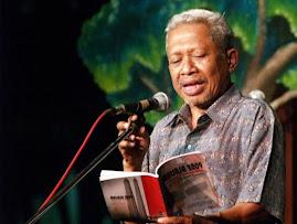 akhudiat, ketika pulau-pulau tenggelam, aming tetap baca puisi, katanya.