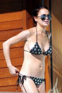 naked lindsay lohan in a bra