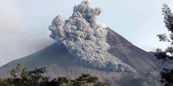 http://3.bp.blogspot.com/_WGq3KQU3rV0/TM6rkBrr5sI/AAAAAAAAAb4/V6GA0jFfVUE/s1600/awan+di+atas+gunung+merapi.jpg