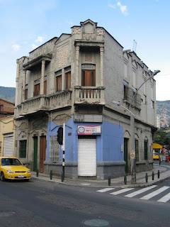 Medell n re vista una esquina cl sica medell n colombia for Comercial casa clasica baruta