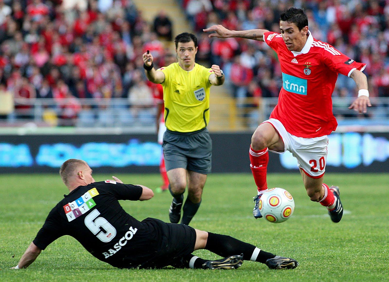 Benfica vence em Coimbra e está perto de se sagrar campeão nacional 89f1b03ceb403