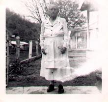 Lizabeth Gunnels Hicks--Mrs. John A. Hicks@1950