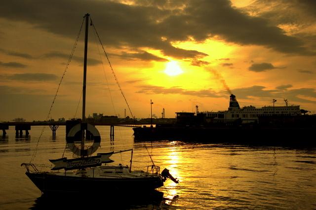 大分港の朝