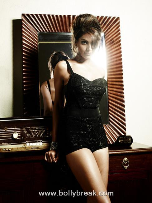 Bipasha Basu Hot Vogue Photoshoot Scans