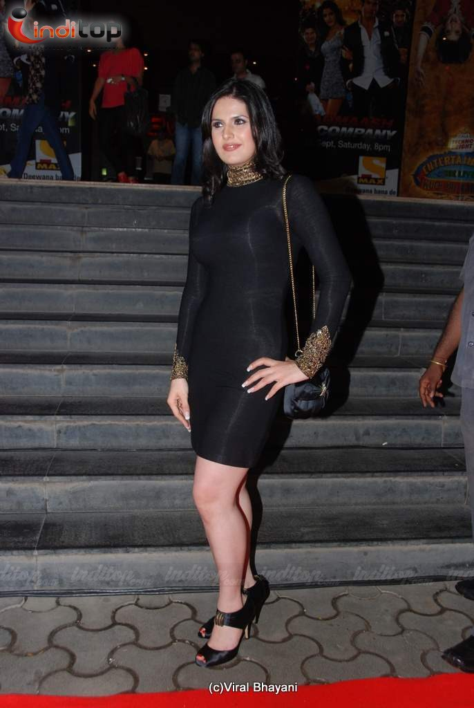 Ladies in Black at Dabangg premiere - Sushmita Sen, Zarine Khan, Dia Mirza