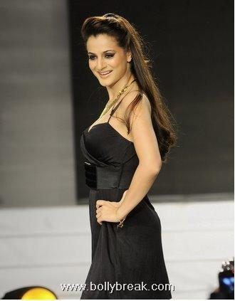Amisha Patel Hot Ramp Walk Pics - Latest