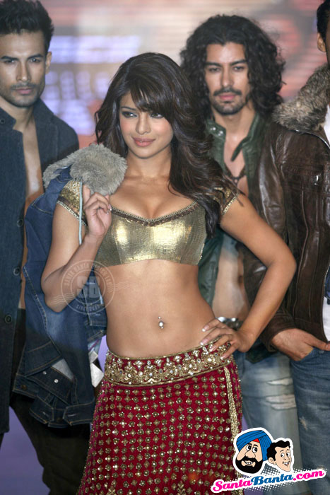 HOT Priyanka Chopra, Aanchal Kumar, Supermodels latest Ramp Walk Pics