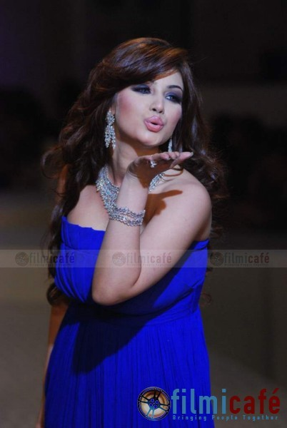 Sexy Ayesha Takia in Blue Walks for Maheep Kapoor - HDIL