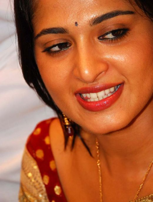 Dusky Anushka Shetty Face Close Up Stills