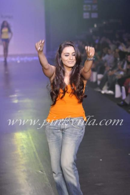 Slim Rani Shakes it up at HDIL ramp