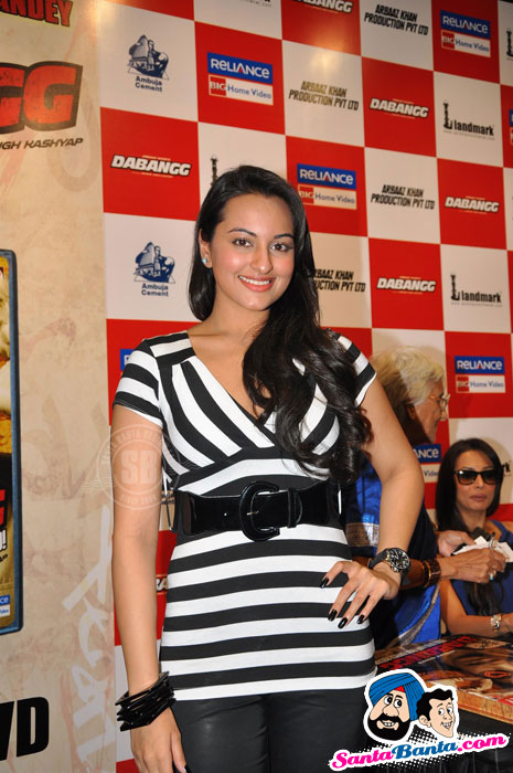 Sonakshi, Malaika at Dabangg DVD Launch 