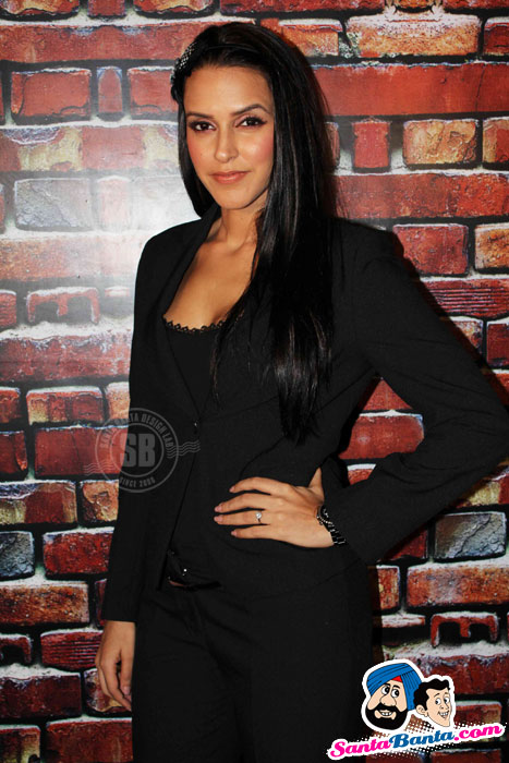 Neha Dhupia Phass Gaye Re Obama Press Meet Photos