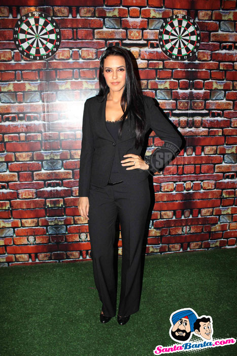 Neha Dhupia Phass Gaye Re Obama Press Meet Photos - Famous Celeb Press Meeting Gallery - Famous Celebrity Picture