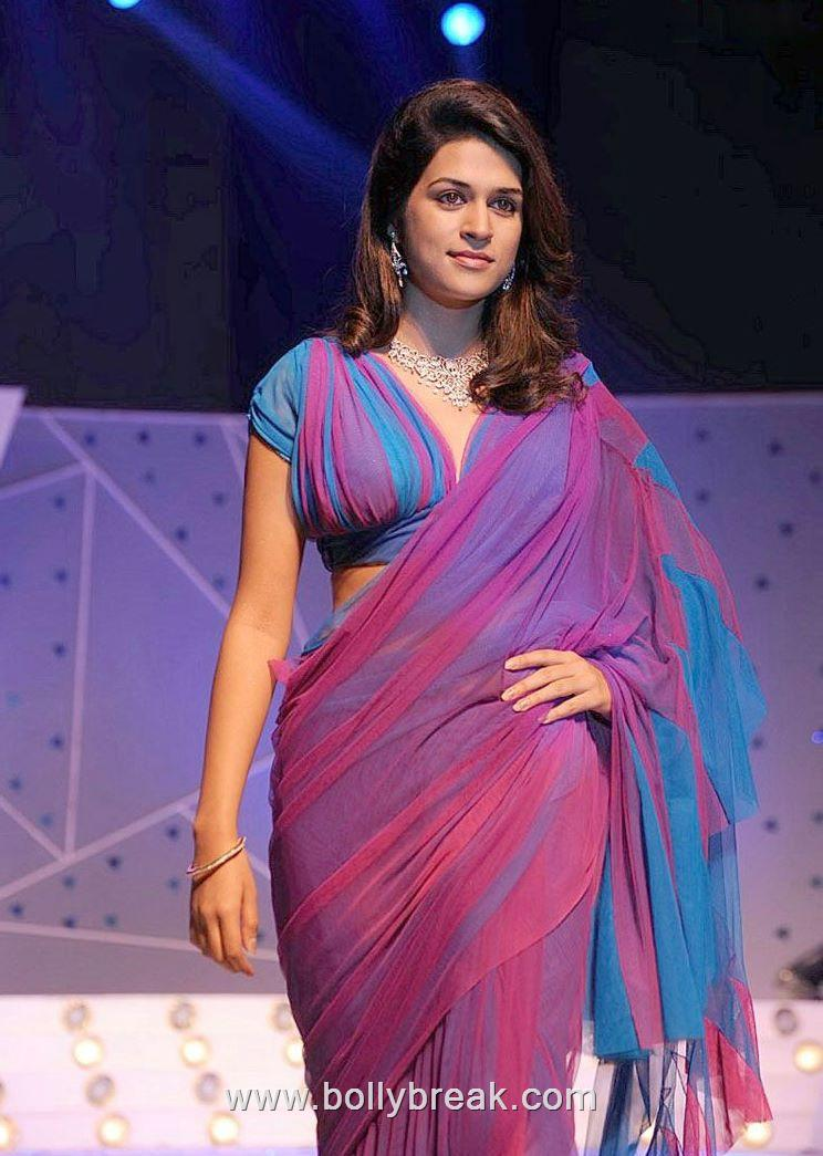 Shraddha Das Hot Ramp Walk in Sexy Saree