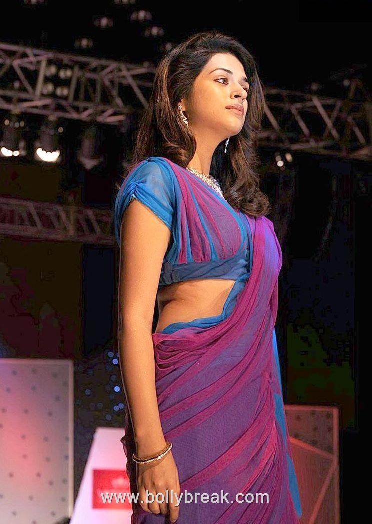 , Shraddha Das Hot Ramp Walk in Sexy Saree