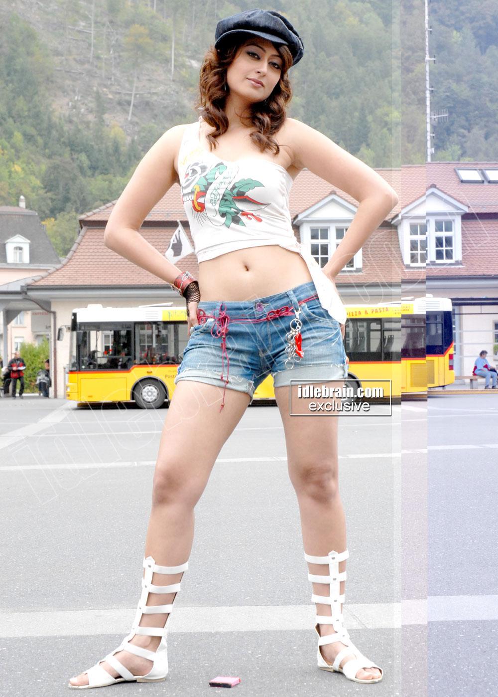 , Kaveri Jha Sexy Pics in short Midis