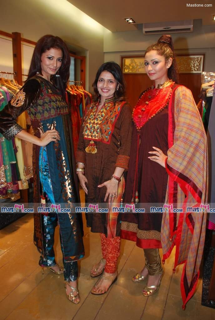 , Models Displays Carina Advani's Autumn Winter Collection