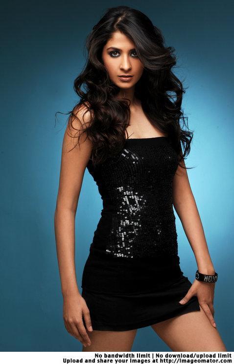 Malvika Raaj Hot Photoshoot Pictures | tai-loblog