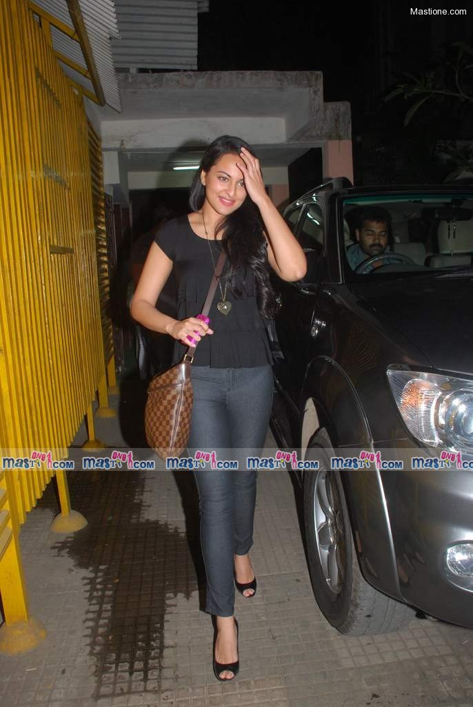  Sonakshi at Tees Maar Khan Special Screening