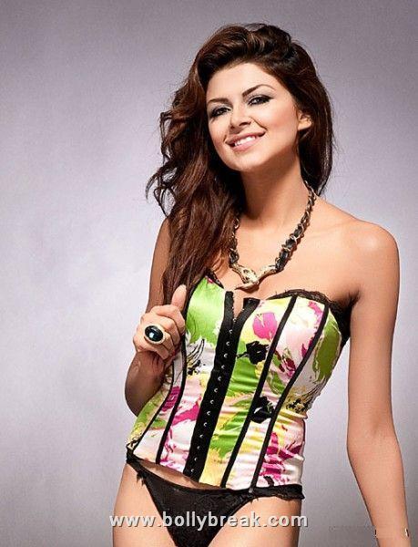 , Ayesha Gillani Miss Pakistan 2009 Bikini Pics