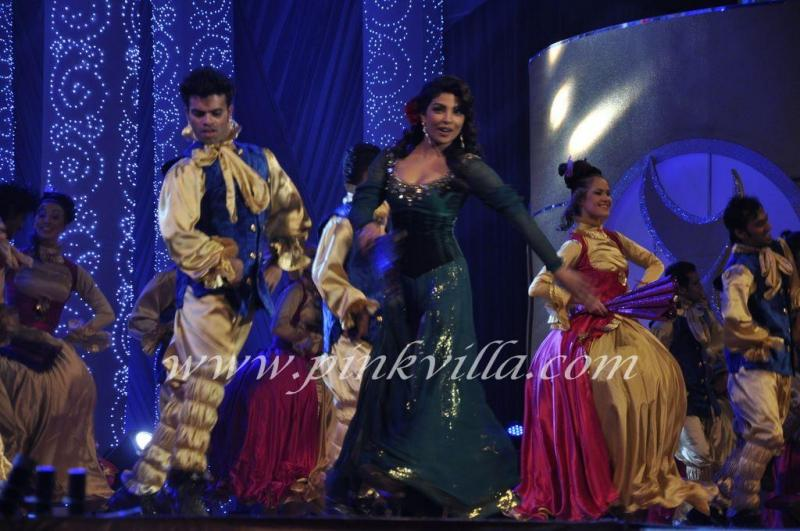  Priyanka Chopra performs at Apsara Awards 2011