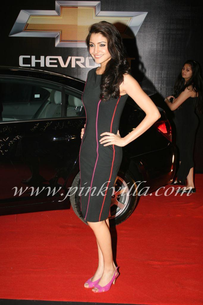  Anushka Sharma in Sexy Black Dress at Apsara Awards 2011