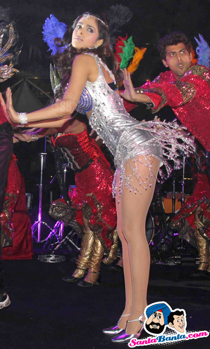 Mallika Sherawat Hot Show Sahara Star`s Seduction 2011