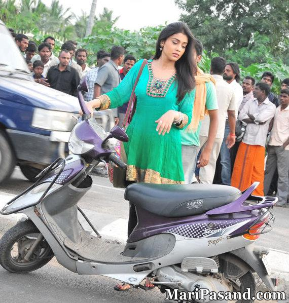 Shriya Saran at Rowthiram Movie Sets