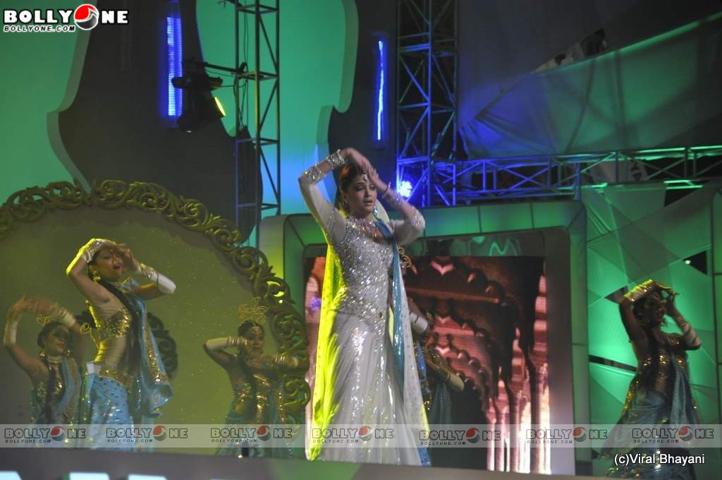 Aishwarya Rai Performance at Star Screen Awards