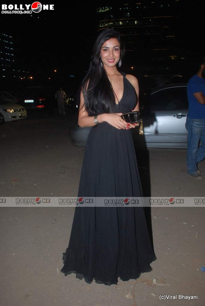 Sexy Sonal Chauhan in Black Gown at Star Screen Awards