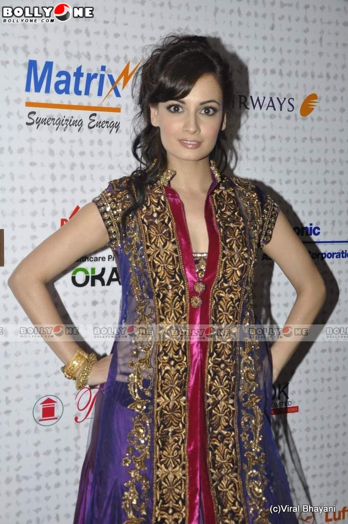  Gorgeous Dia Mirza at Mijwan Fashion show