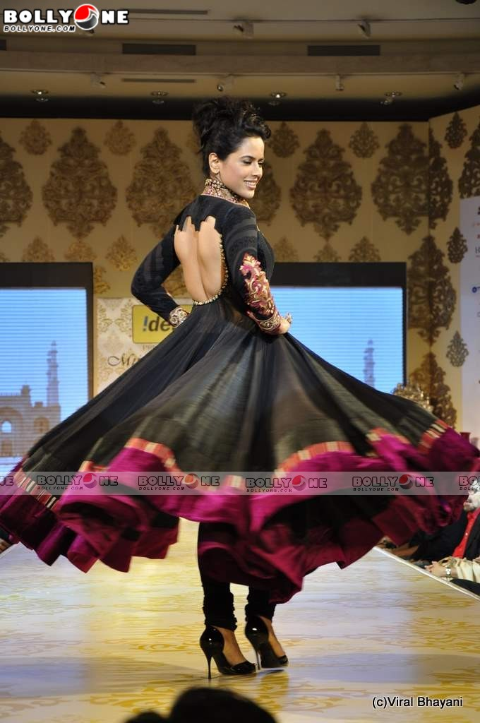  Sameera Reddy walks the ramp at Mijwan Fashion show