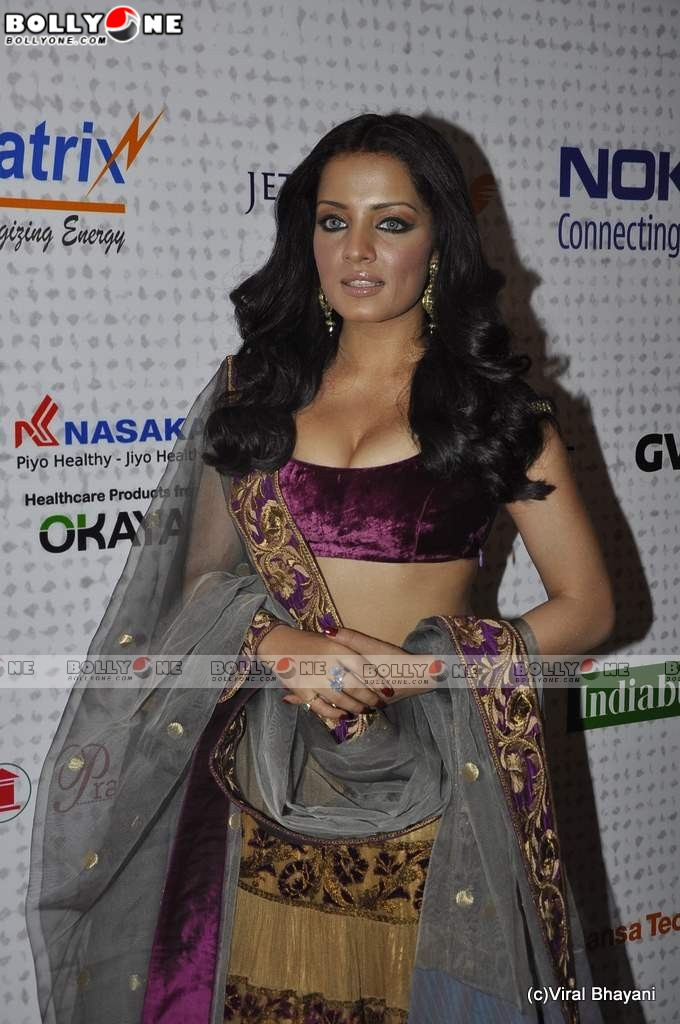 Hot Celina Jaitley at Mijwan Fashion show