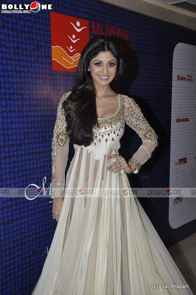 Goddess Shilpa Shetty at Mijwan Fashion show