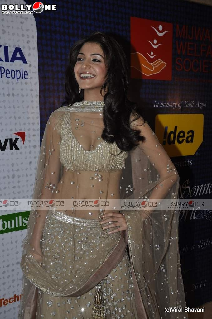  Hot Anushka Sharma Walk the Ramp for Mijwan Fashion show