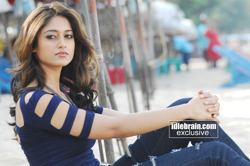 Ileana Dcruz Latest Hot Wallpapers In Blue Top And Teared Jeans