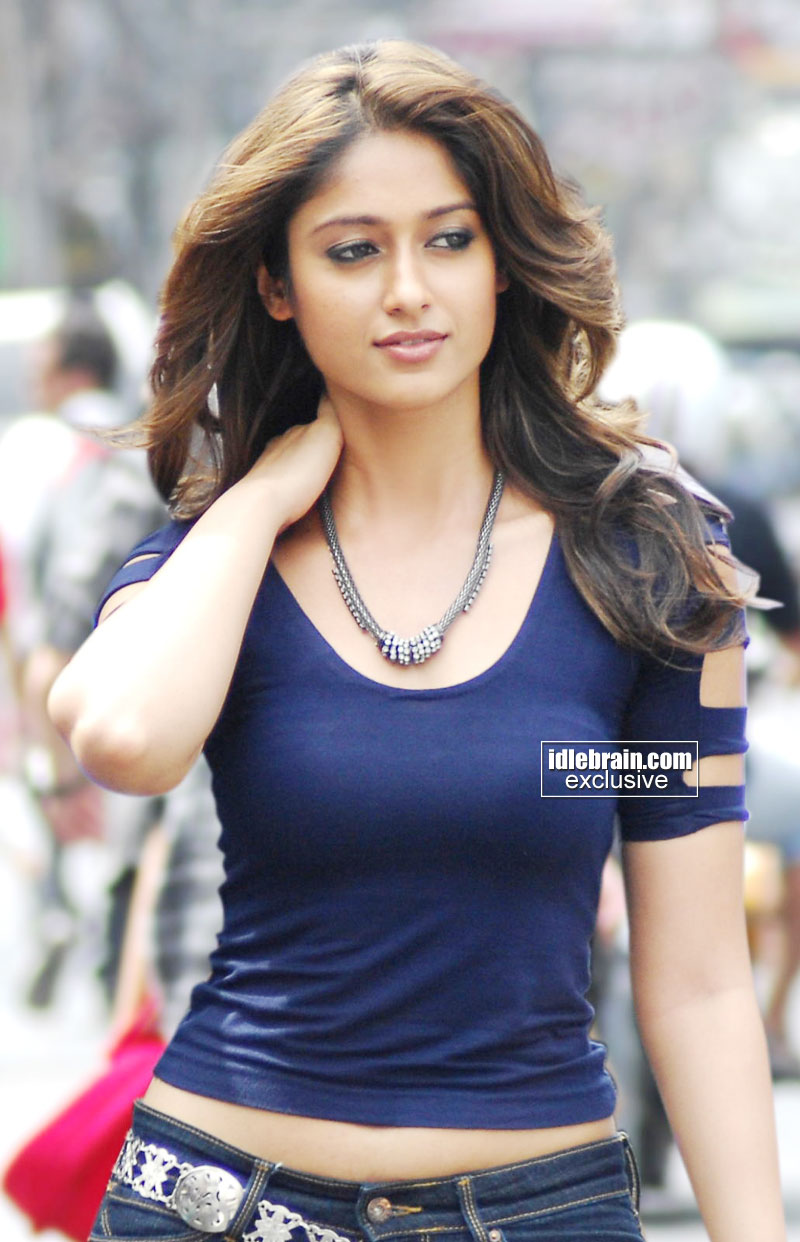 , Ileana DCruz Latest HOt Wallpapers in Blue Top and Teared Jeans