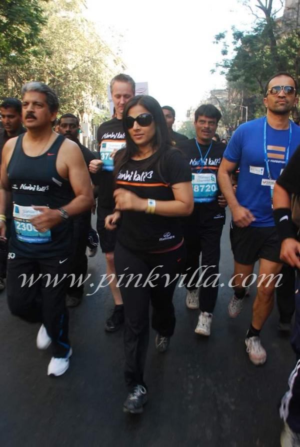 Hot Vidya Balan running in Track Suit at Mumbai Marathon