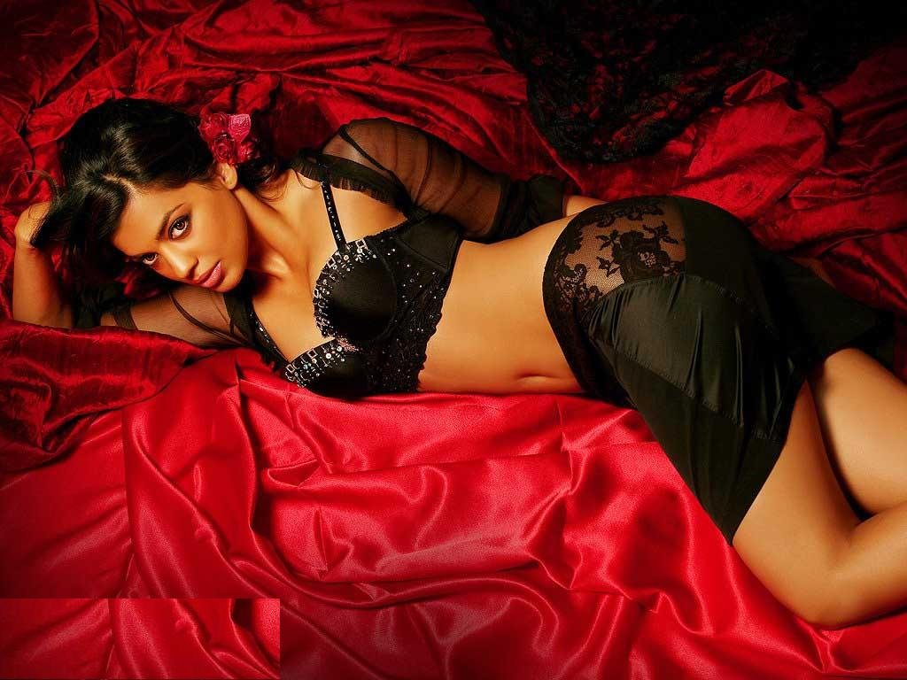 Mughda Godse Hot Black Nighty Wallpaper