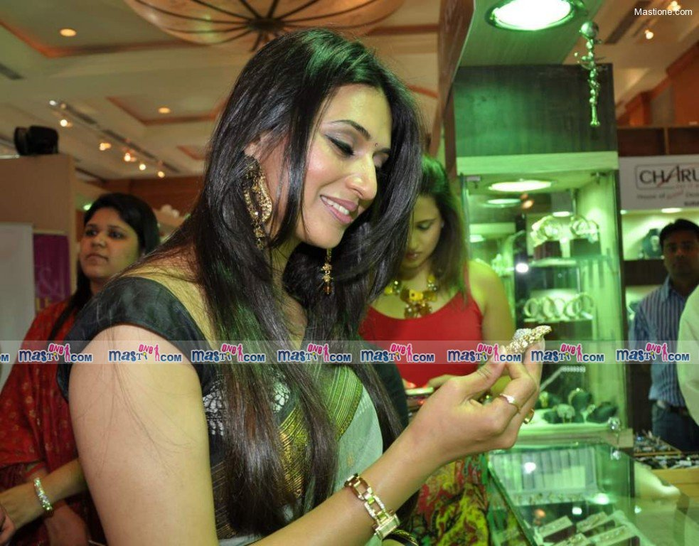 Sexy Divyanka Tripathi at Times Shagun Exhibition