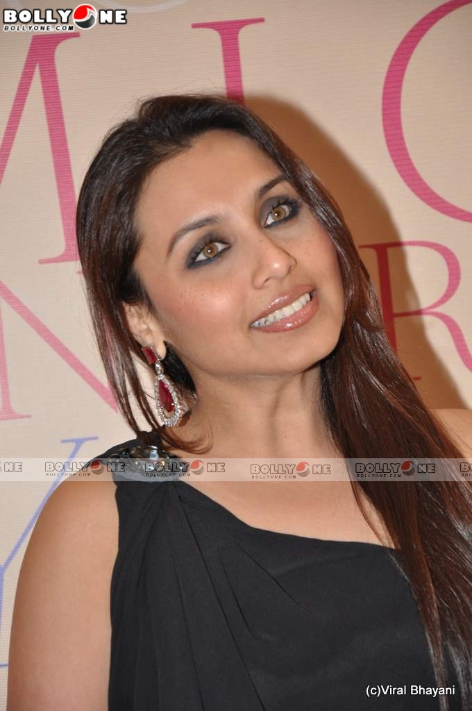 Sexy Rani Mukherjee at Mikey Contractor bash
