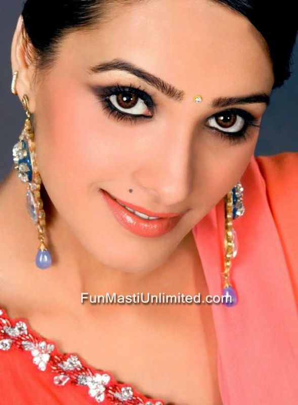 Tv Hot Babe Anita Hassanandani Sexy Pics - SEXY KAREENA PICTURES - Famous Celebrity Picture