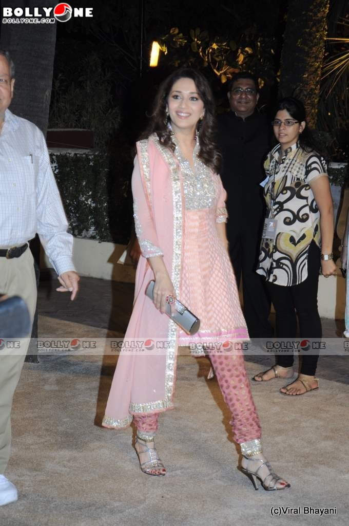 Gorgeous Madhuri Dixit at Imran Avantika Wedding Reception