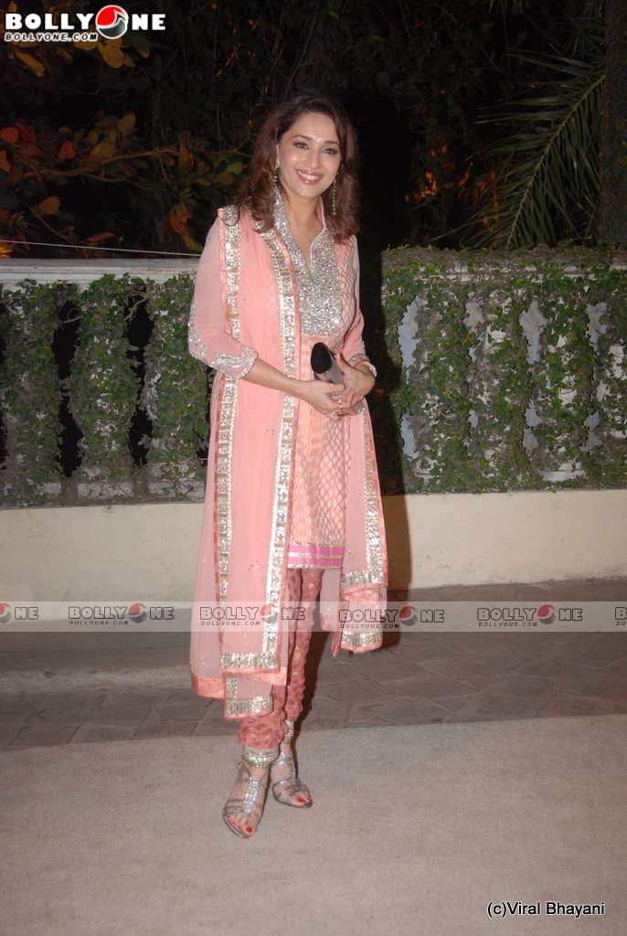 , Gorgeous Madhuri Dixit at Imran Avantika Wedding Reception