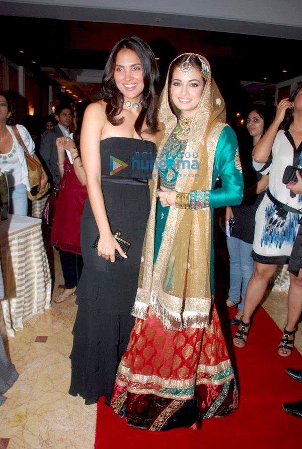 Lara Dutta, Dia, Mandira and Shabana at Ritu Kumar show - SEXIEST FASHION SHOWS IN THE WORLD PICS - Famous Celebrity Picture